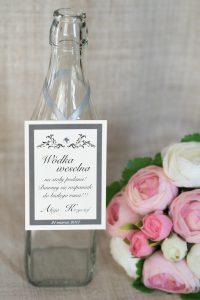 elegancka zawieszka na trunki weselne